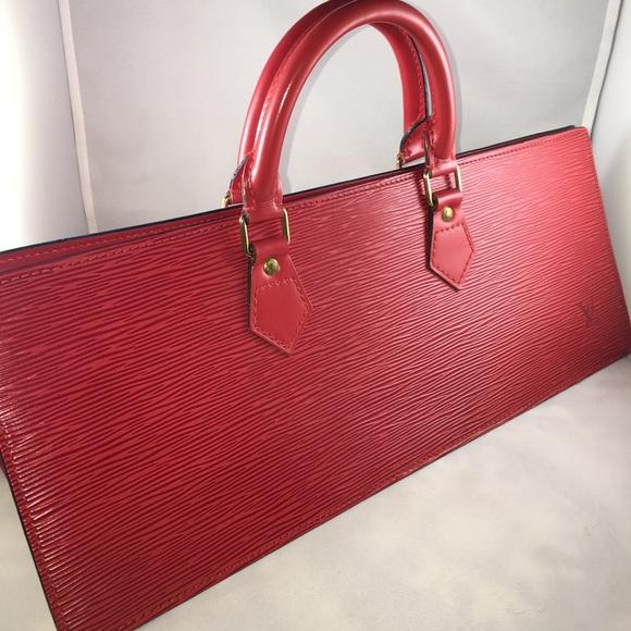 915358e3dc31 Louis Vuitton Handbags - Authentic Louis Vuitton Epi Sac Triangle Handbag